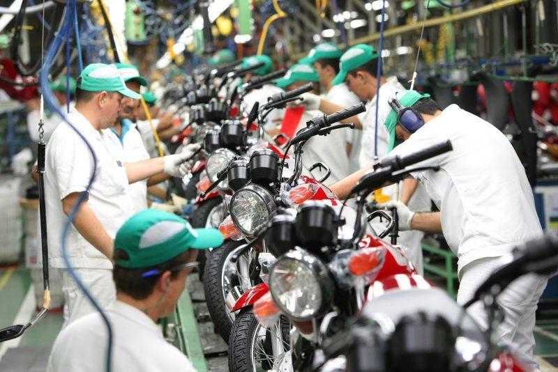 Image result for Mês de agosto registra queda de 13,5% na produção de motos no Brasil
